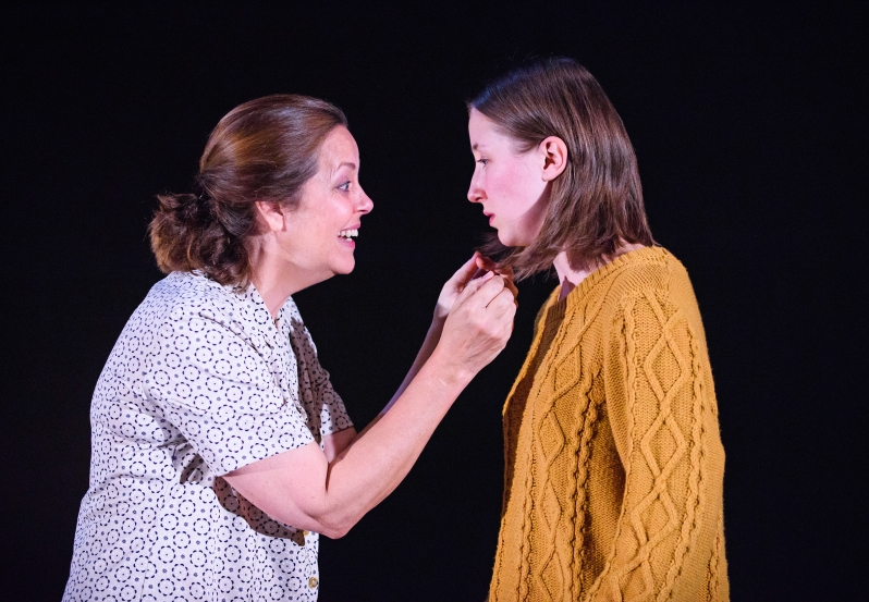 A scene from The Glass Menagerie by Tennessee Williams @ The Courtyard Theatre, West Yorkshire Playhouse. Directed by Ellen McDougall. (Opening 11-09-15) ©Tristram Kenton 09/15 (3 Raveley Street, LONDON NW5 2HX TEL 0207 267 5550 Mob 07973 617 355)email: tristram@tristramkenton.com